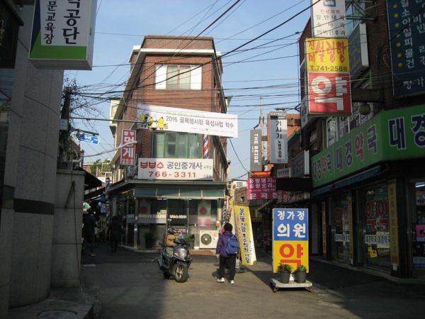 昌信コルモッ市場の入口