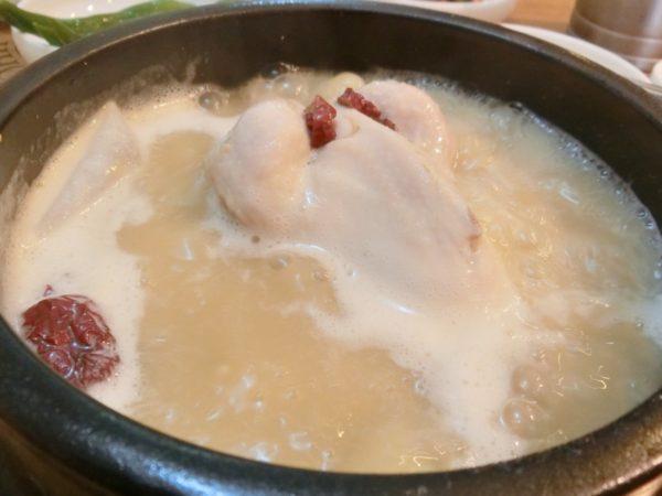 智鎬韓方参鶏湯の参鶏湯