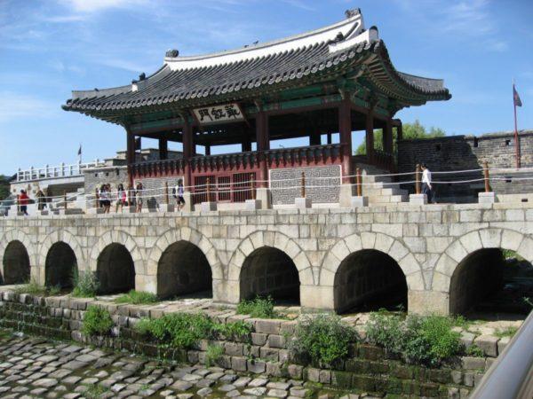 水原華城の華虹門