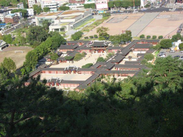 八達山から見た水原の華城行宮