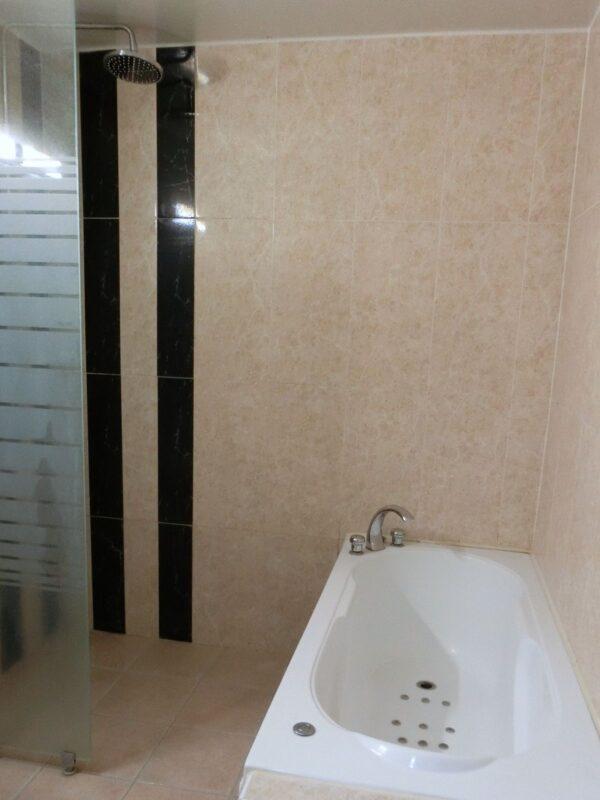 釜山のシンシンホテルのバスルーム