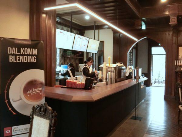 dal.komm coffeeサンシャインスタジオ店