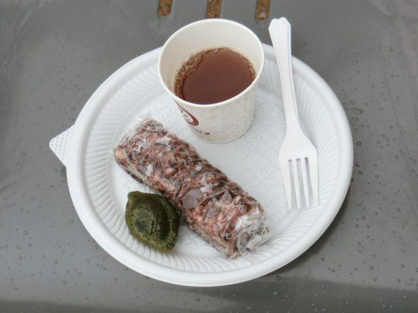 韓国の餅菓子と生姜茶