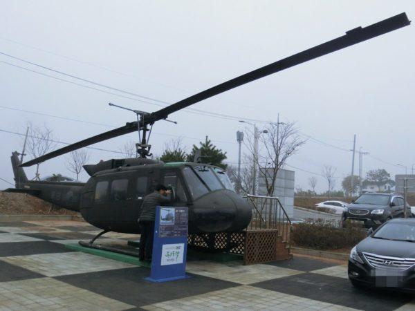 サンシャインランドの駐車場に展示された軍用ヘリ