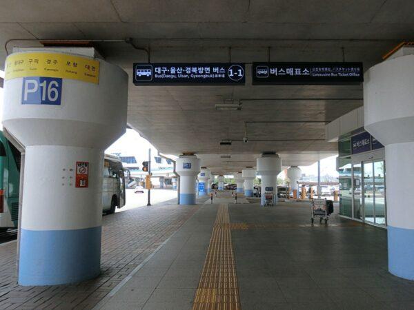 釜山空港リムジンバスチケット売り場近く