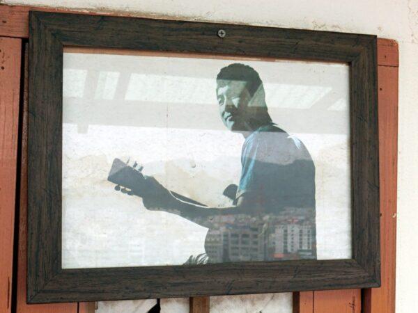 ドラマ「パダムパダム」のトンピラン壁画マウルでの撮影場所に飾られていた写真