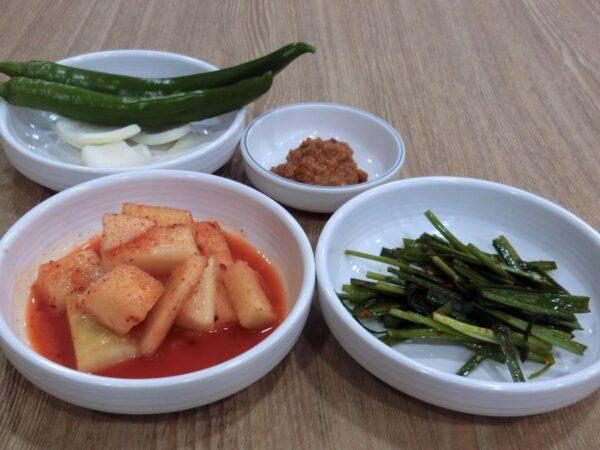 ソウル駅前のキム・ミョンジャクルクッパ専門店の料理