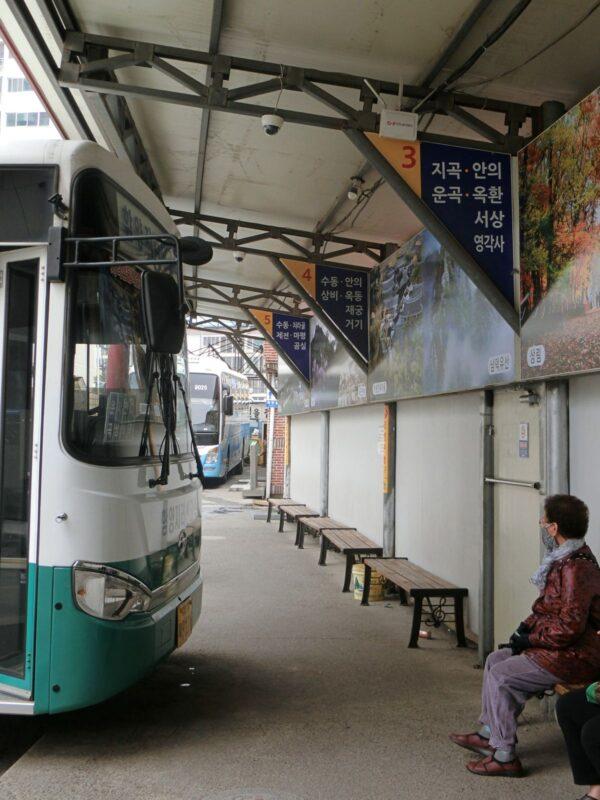 咸陽市内バスターミナル