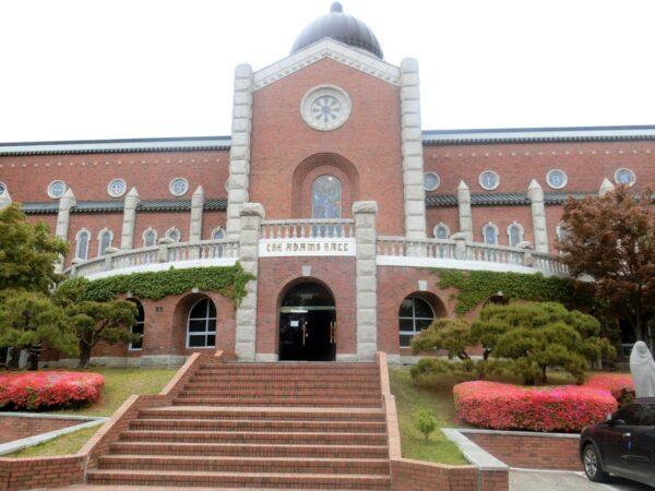 啓明大学城西キャンパス内アダムス館