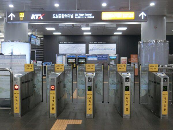 2018年ソウル駅15番出口近くの改札