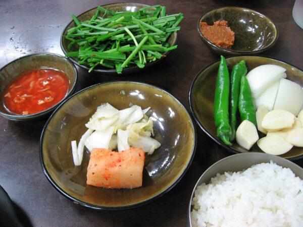 忠武路のペガムワンスンデの料理