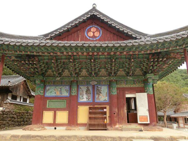 求礼の泉隠寺の極楽宝殿
