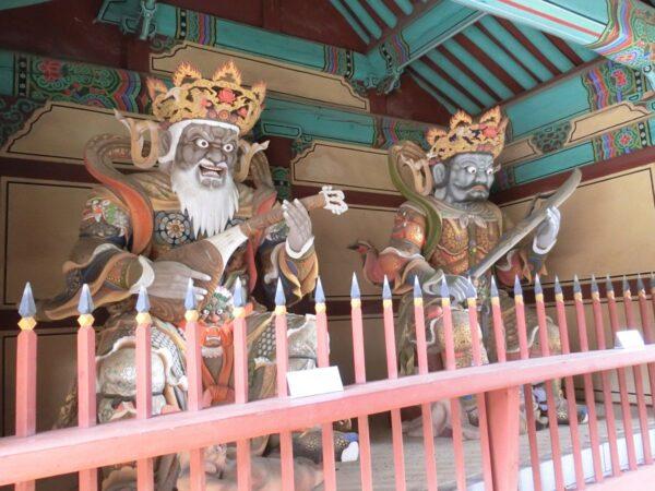 求礼の泉隠寺の四天王像