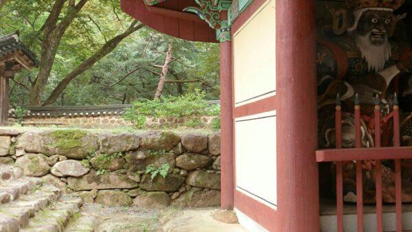 求礼の泉隠寺の天王門
