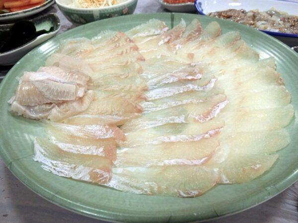 チャガルチ市場で食べたヒラメの刺身