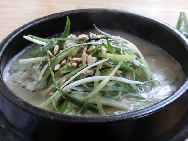 江原亭参鶏湯の参鶏湯