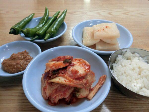 江原亭参鶏湯の料理