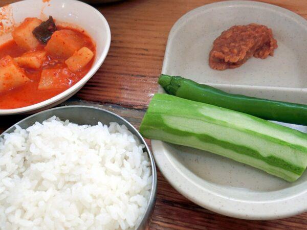 ソムンナン聖水カムジャタンの料理